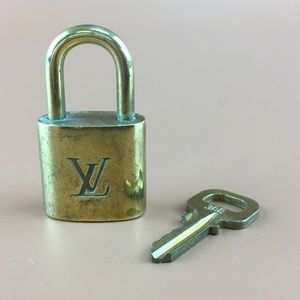 Preowned LV Gold Brass Lock and Key Set #308